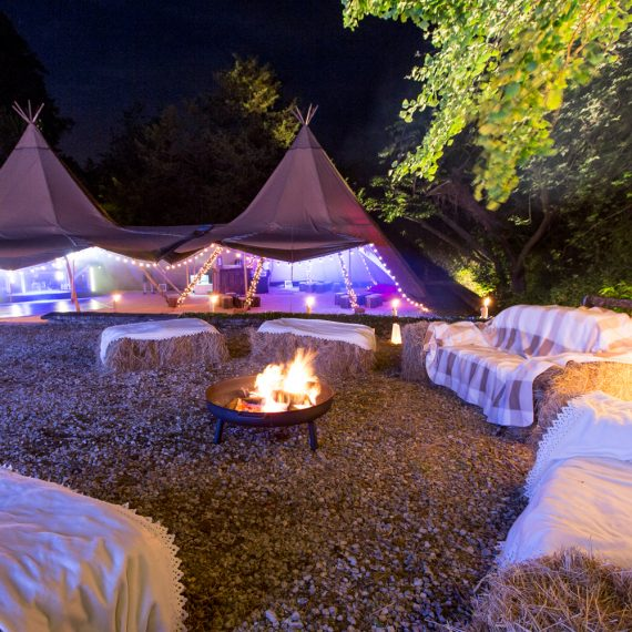 Stunning tipi wigwam birdthay party and party bale sofa