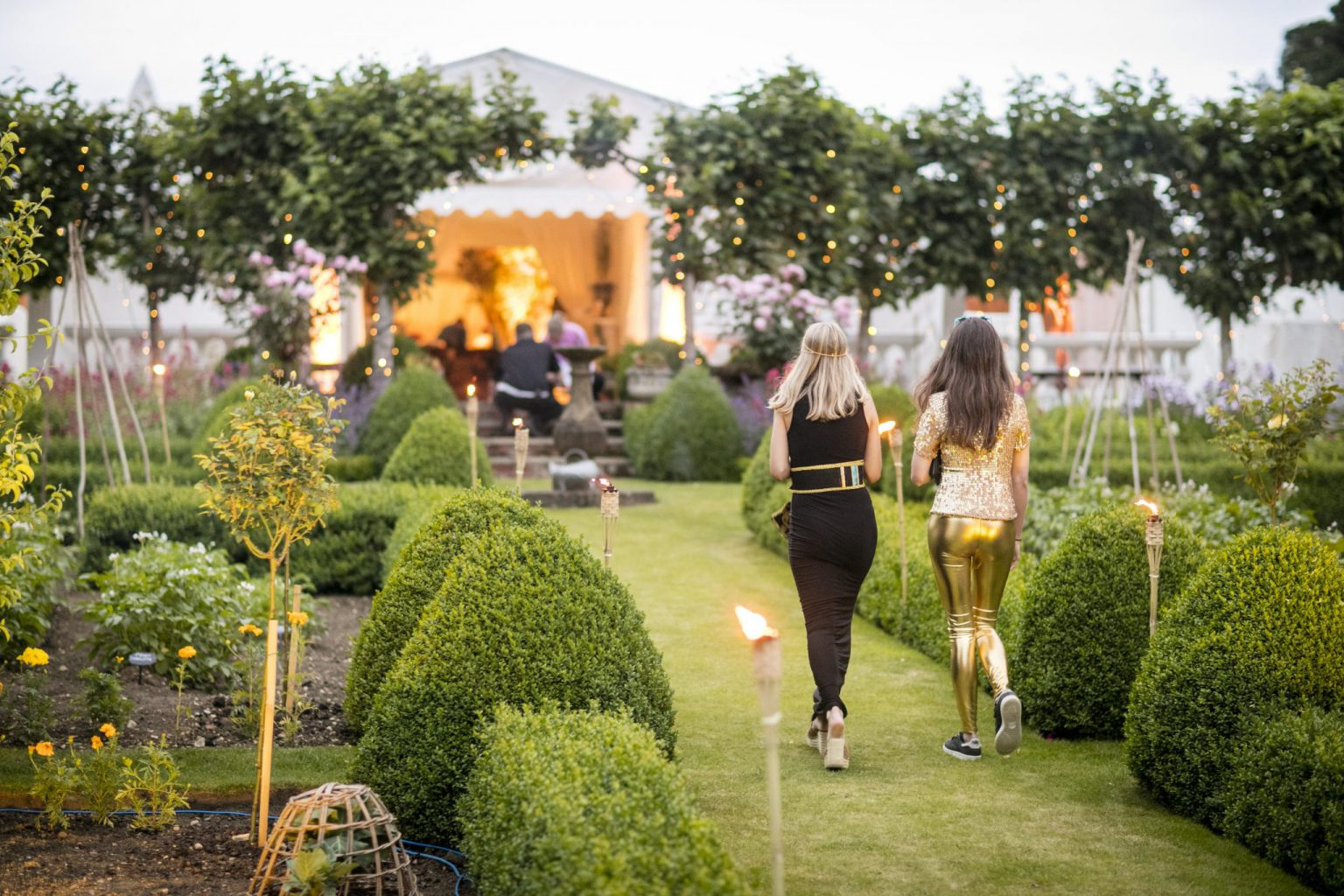 cotswold garden party - arrival of guests