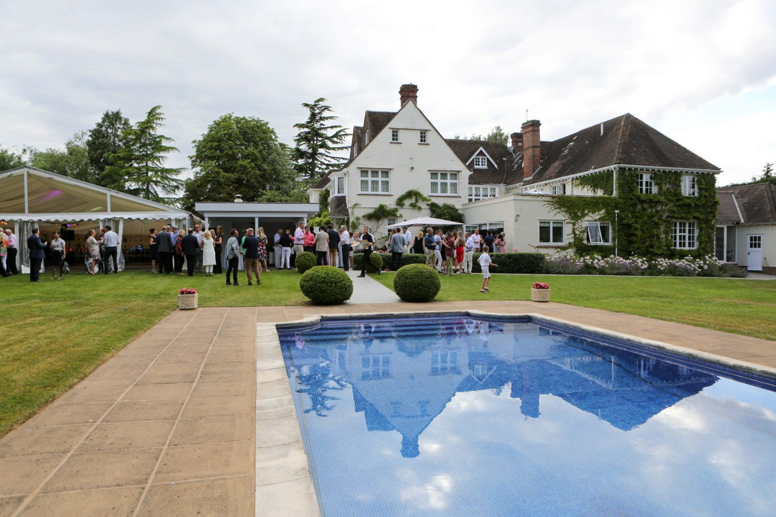 Relaxed summer party - getting the party started